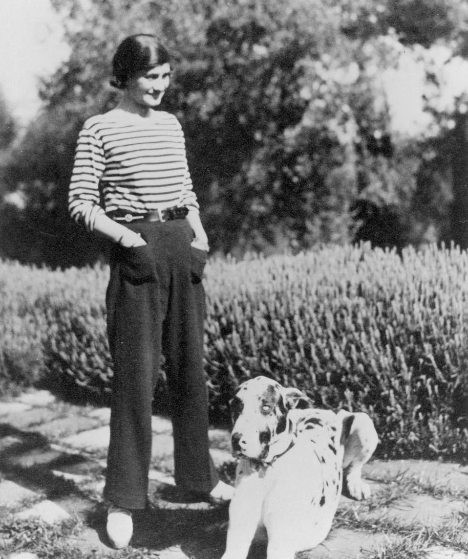 Coco Chanel mit Dogge